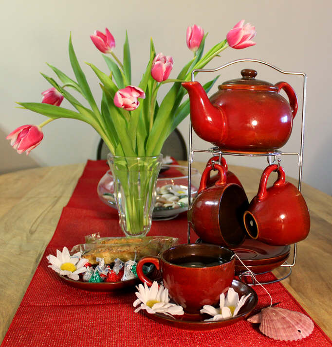 Spring, tea and tulips