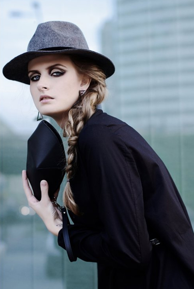 Little black beauty - minimalist fashion accessory